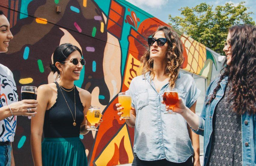 금주 - 음주 하는 4명의 여인